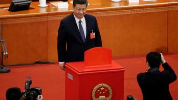 Teljhatalmú uralkodót kapott Kína