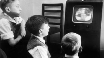 Az esztergomi plébánost a 70-es évekre emlékezteti a köztévés propaganda