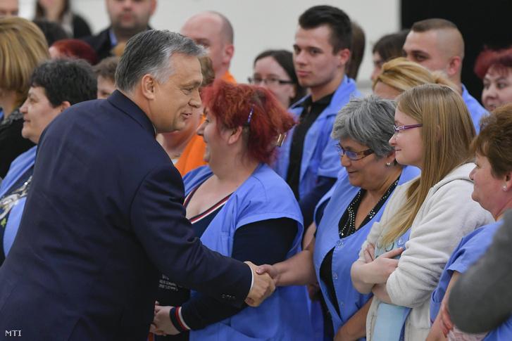 Orbán Viktor miniszterelnök köszönti a dolgozókat