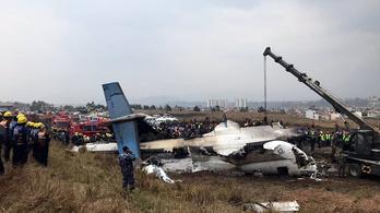 Lezuhant landoláskor egy gép a katmandui reptéren: 50 halott
