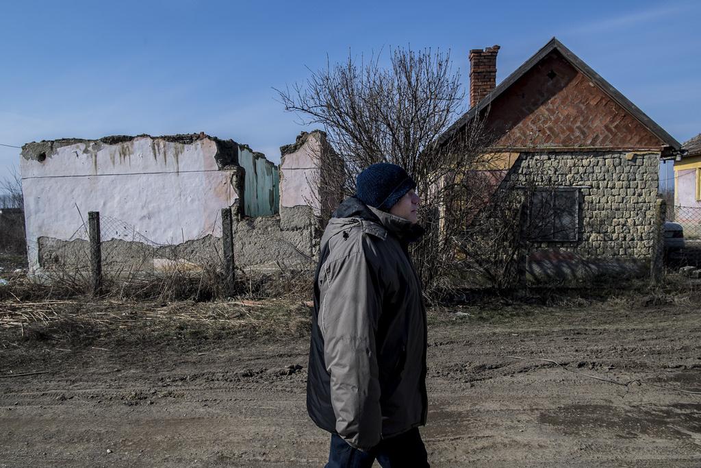 Zsolt Tiszavasvári egyik szegregátumában, az úgynevezett bűdi telepen lakik