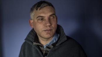 Egy vak, magyar férfi a tiszavasvári cigányok utolsó menstvára