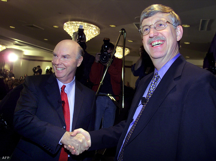 Dr. Craig Venter, a Celera Genomics elnöke és Dr. Francis Collins, a Humán Genom Projektet elindító National Human Genome Research Institute elnöke 2001-ben, az első (nyers) genomszekvencia leírásakor
