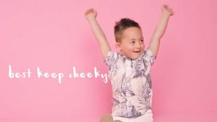 Fogyatékkal élő gyerekekkel kampányol egy brit ruhamárka