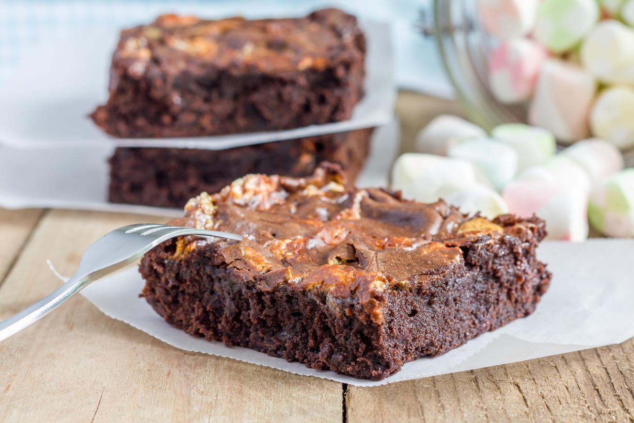 Olvadós belsejű, pillecukros brownie, amiért Amerikában megőrülnek