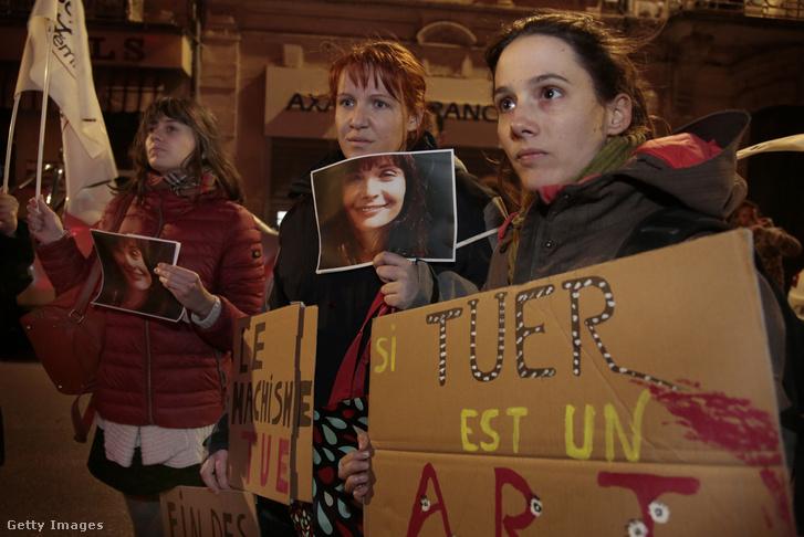 Tüntetők tiltakoznak Cantat koncertje ellen Montpellier-ben 2018 március 12-én