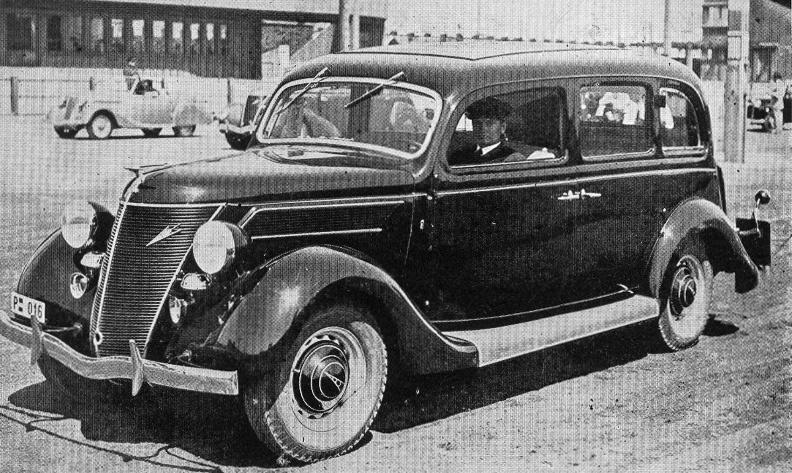 A Mercedes utáni másik együttműködés eredménye volt a Mávag-Ford V8, amelynek első példánya, a híres Nagy Géza által készített karosszériával, a Margitszigeti autószépség-versenyen 1938-ban díjat is nyert