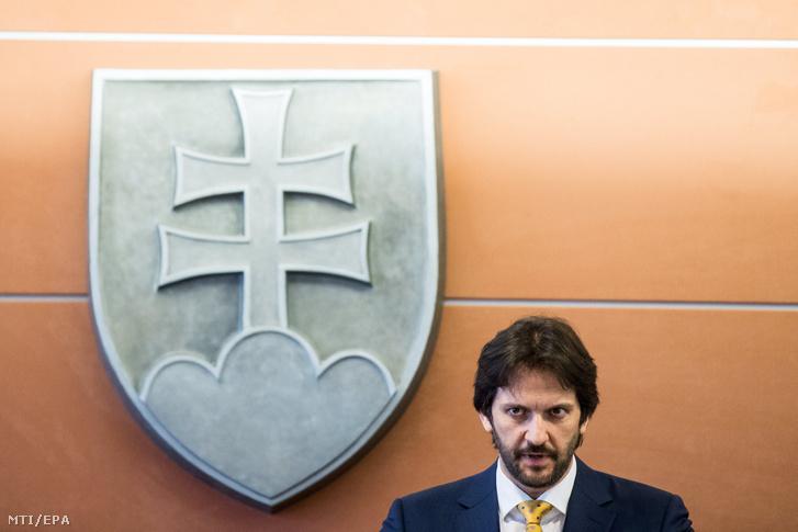 Robert Kalinák szlovák belügyminiszter sajtóértekezleten jelenti be lemondását Pozsonyban 2018. március 12-én.