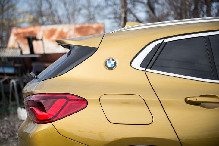 A BMW legnagyobb dizájntalálmánya a 2000-es évekből (az embléma az)