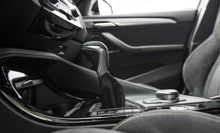 Az Aisin nyolcsebességes automatájához más kar jár, mint az igazi BMW-k banánja