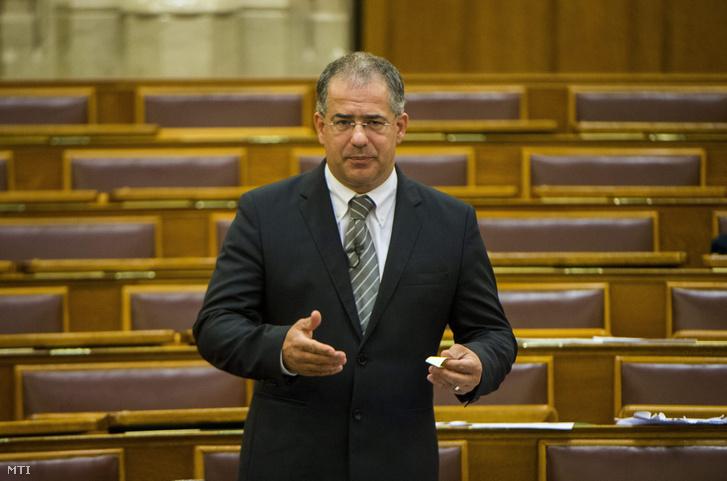 Kósa Lajos, a Fidesz országgyűlési képviselője, a párt ügyvezető alelnöke napirend előtt szólal fel az Országgyűlés plenáris ülésén 2015. június 9-én.