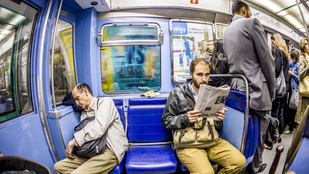 Igazi hős ez a nő, aki egy mozdulattal tette helyre a metrón terpeszkedő férfit