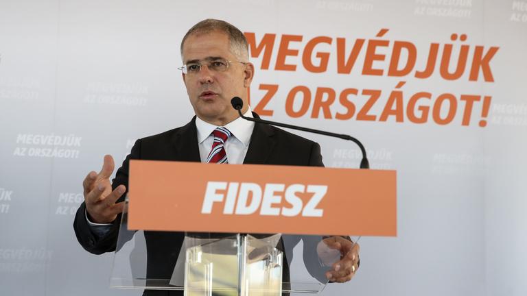 Orbán azért nem áll ki vitázni, mert az képmutatás lenne