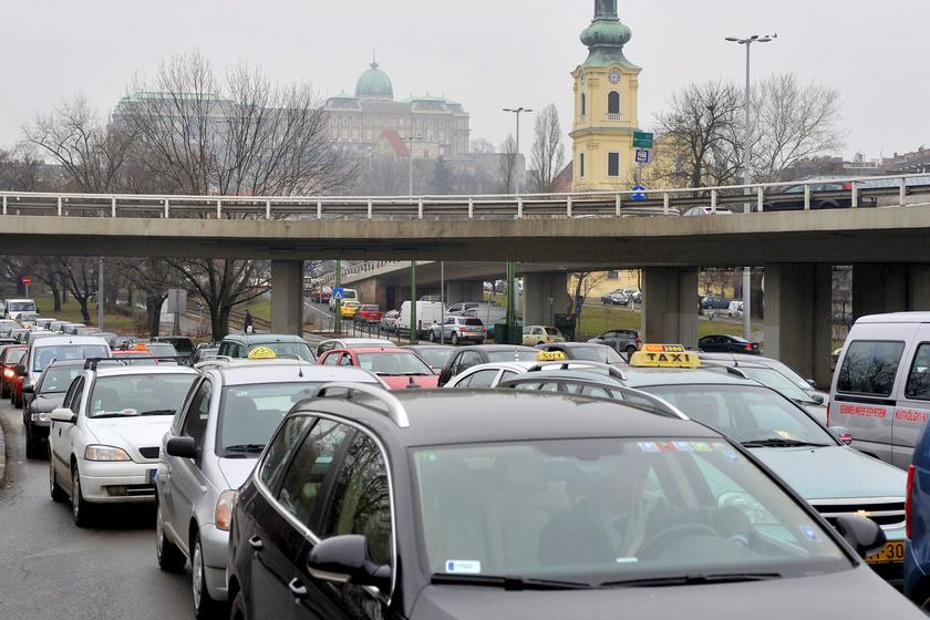 A fél fővárost lezárják március 15-én: a buszokat is érinti a forgalmi rend változása