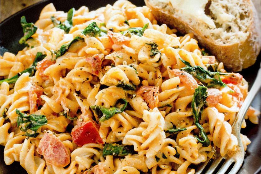 Kesudiós, spenótos-paradicsomos tészta: gluténérzékenyek is ehetik