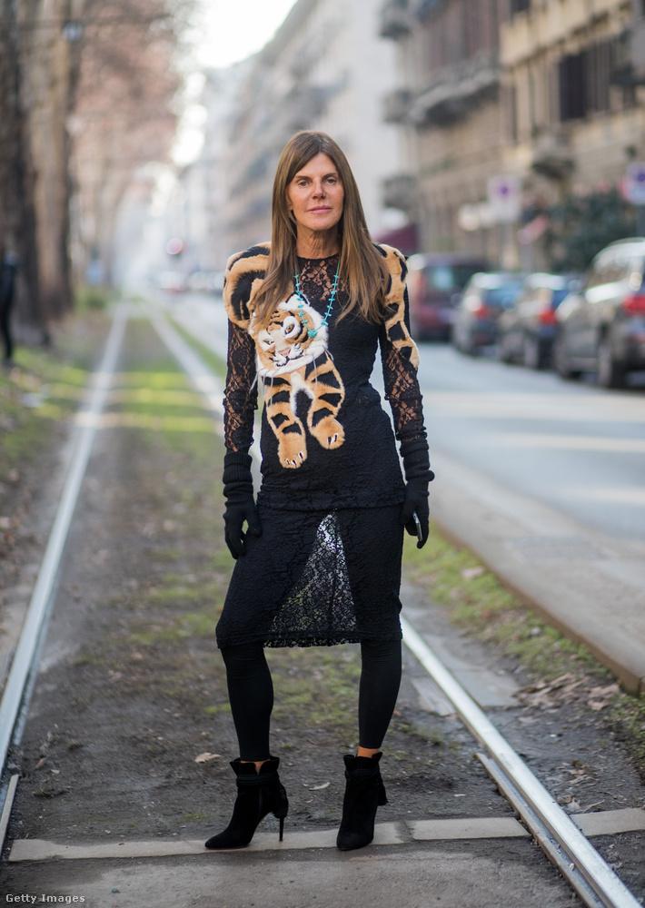 Tigrises felső az egyik legismertebb Vogue szerkesztőn, Anna Dello Russon.