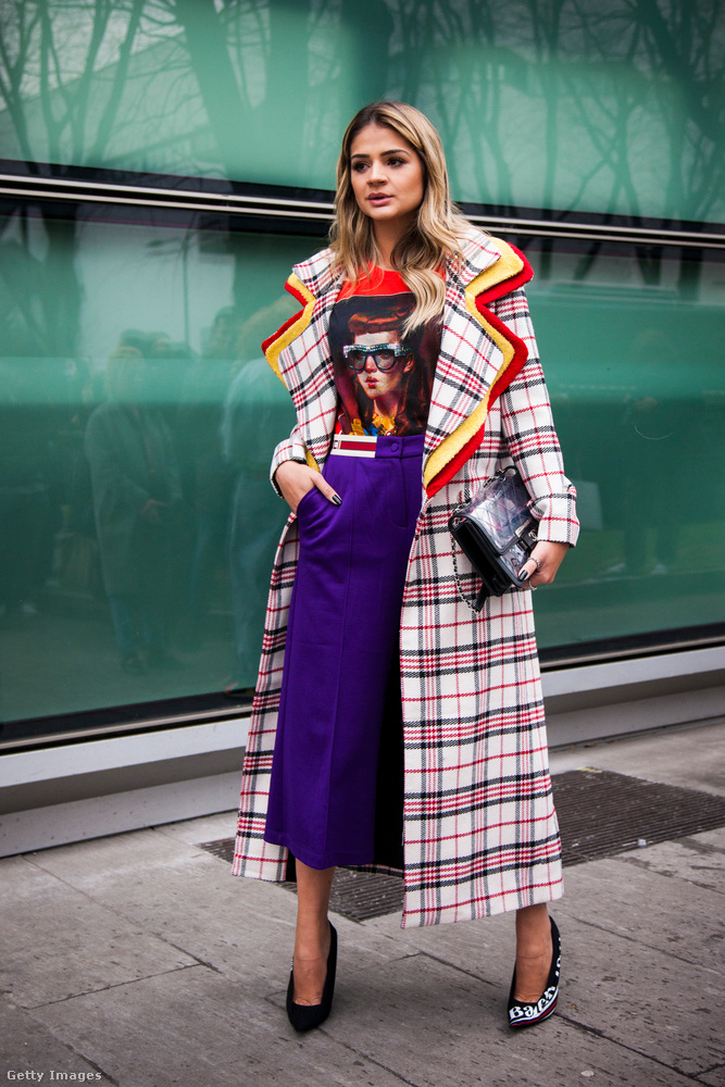 Gucci póló és kockás kabát Thassia Naves Instacelebnőn.