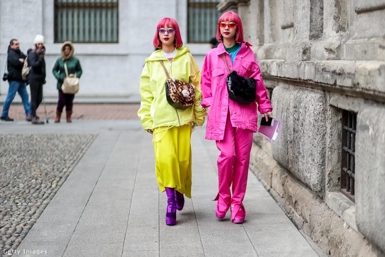 Nem ciki tetőtől-talpig rózsaszínbe és sárgába öltözni.