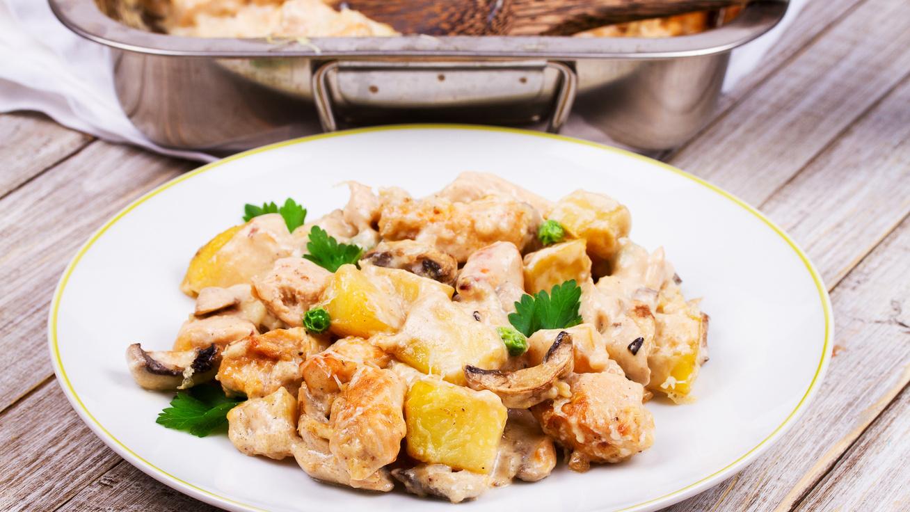 Krumplival sült krémes, sajtos csirke - Ebből mindenki kétszer fog szedni