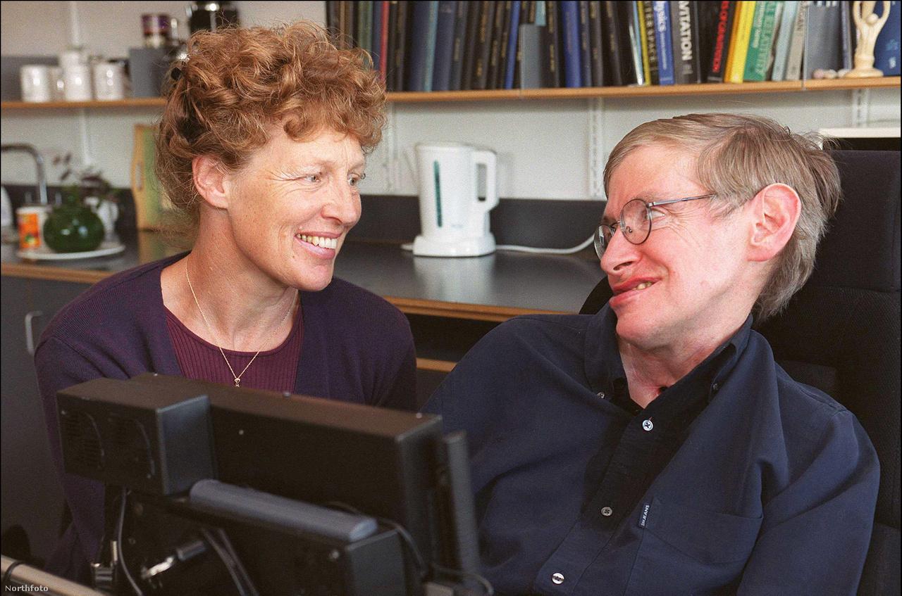 Néhány nappal a 21. születésnapja után ALS-sel diagnosztizálták. A mozgatóidegek visszafordíthatatlan sorvadását okozó betegség miatt legfeljebb tíz évet jósoltak neki. Ez azonban nem akadályozta meg, hogy teljes életet éljen. 1965-ben elvette Jane Wilde-ot, akitől három gyermeke is született és 1991-es válásukig együtt voltak. 1996-ban pedig másodszor is megnősült, a képen látható Elaine Masonnel 2006-ig alkottak egy párt.