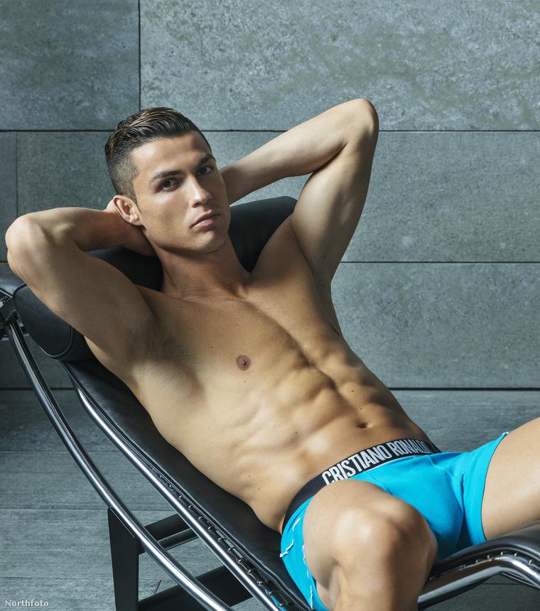 Biztos pont így szokott Cristiano Ronaldo délutánonként relaxálgatni egy nyugszékben. Vagy most éppen felüléseket csinál? Nem könnyű eldönteni.