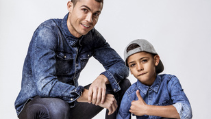 Cristiano Ronaldo megint szexi testével és cuki gyerekével reklámoz