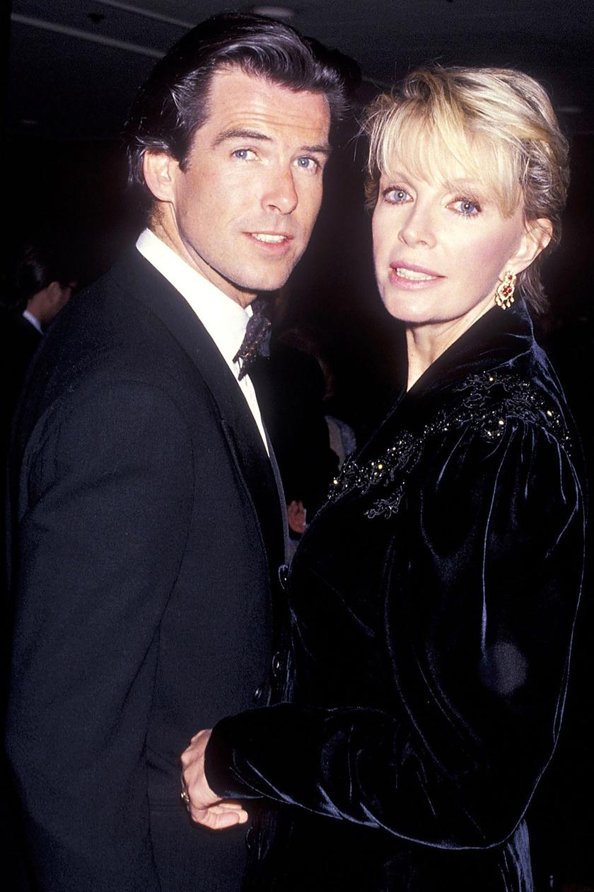 Pierce Brosnan 38 éves volt, mikor első felesége, Cassandra Harris 1991-ben 43 éves korában elhunyt petefészekrákban. A világhírű színész 20 évvel később újraélte a tragédiát: ugyanebben a betegségben vesztette el nevelt lányát, Charlotte Brosnant is.