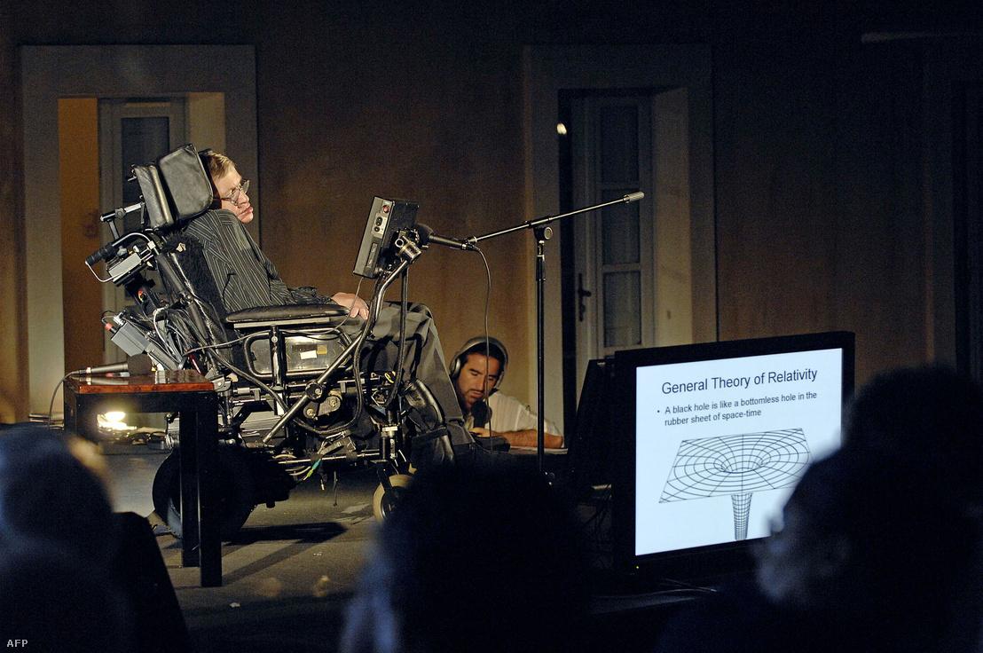 Stephen Hawking konferenciája a fekete lyukelméletről a franciaországi Ajaccio-ban 2007. július 26-án