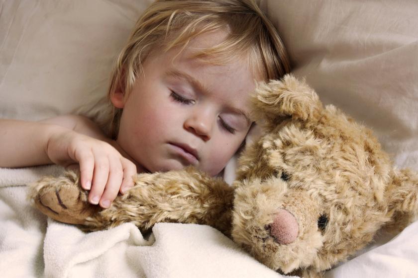 Hogyan tanítsd a gyereket egyedül aludni? A félelmek leküzdésétől az esti rutinig