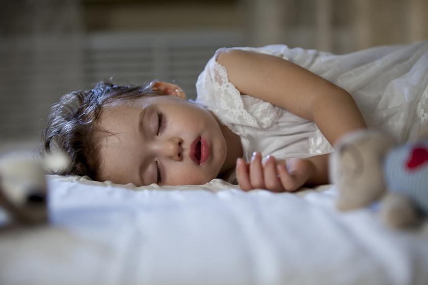 alszik