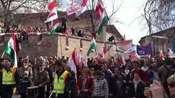 A lengyelek elindultak a Várból