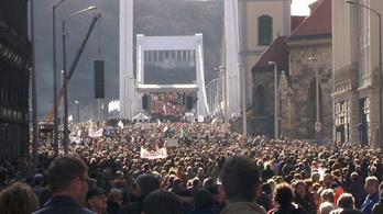 Több tízezren a Milla demonstrációján