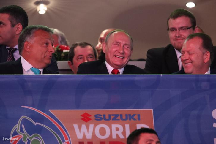 Vlagyimir Putyin és Orbán Viktor Budapesten a Papp László Sportarénában, a 2017-es a dzsúdó világbajnokság megnyitóján.