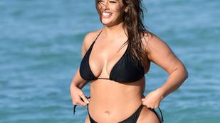 Ashley Grahamen nem akart rajta maradni a bugyi ezen a bikinis fotózáson