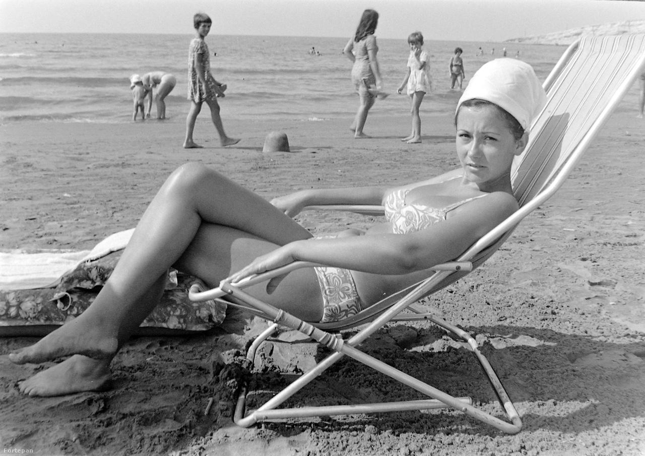 1968-tól az Expressz már külföldi partnerekkel is kapcsolatba lépett, így az utazási irodával el lehetett jutni a tengerhez, sőt jelentkezni lehetett akár nemzetközi hajótúrákra – úgynevezett Barátság-vonalakra – vagy fesztiválokra is. A legkedveltebb úti cél a nyugati országokra leginkább emlékeztető Jugoszlávia, illetve a homokos bolgár tengerpartok, a Napospart és az Aranypart voltak.