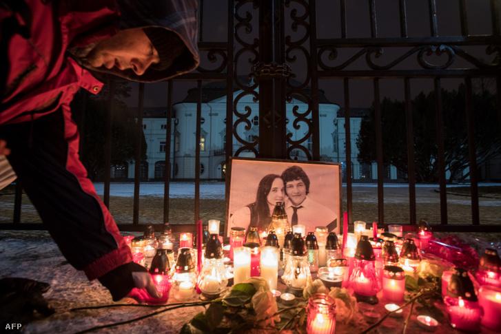 A kettős újságírógyilkosság áldozatai emlékére gyújtottak gyertyát