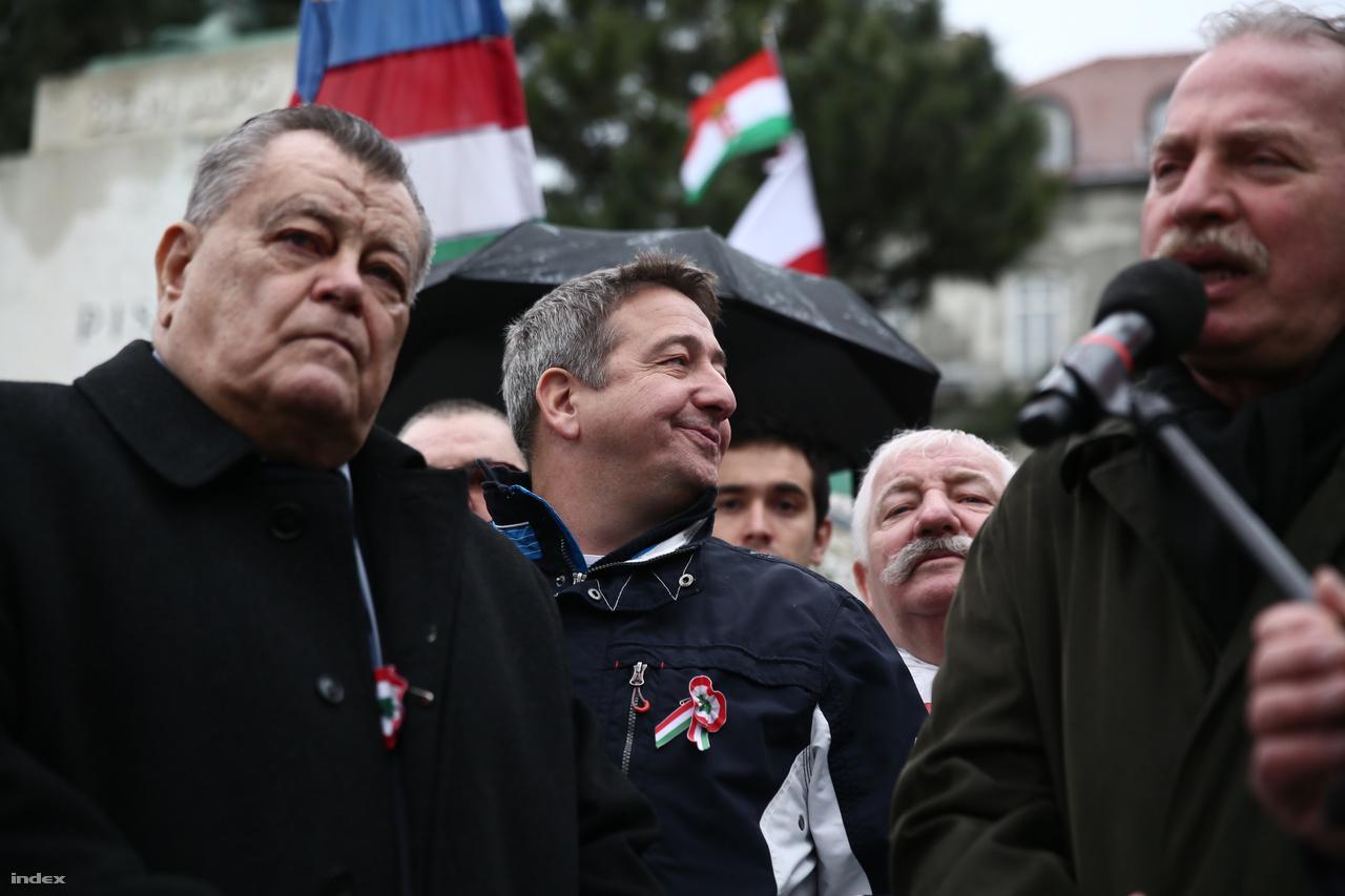 Széles Gábor, Bayer Zsolt és Bencsik András: a békemenet arcai.