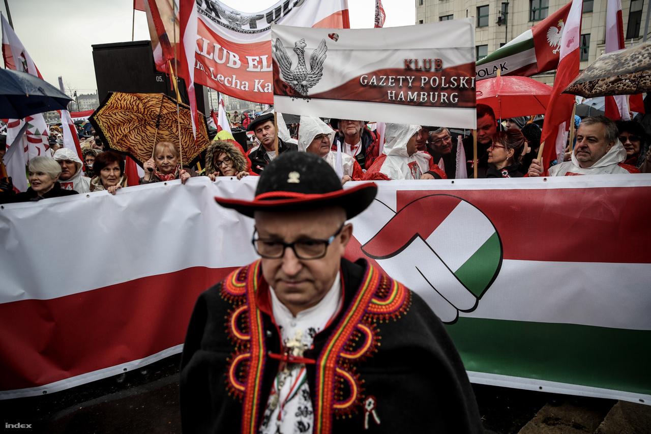Most is sok lengyel érkezett a békemenetre.