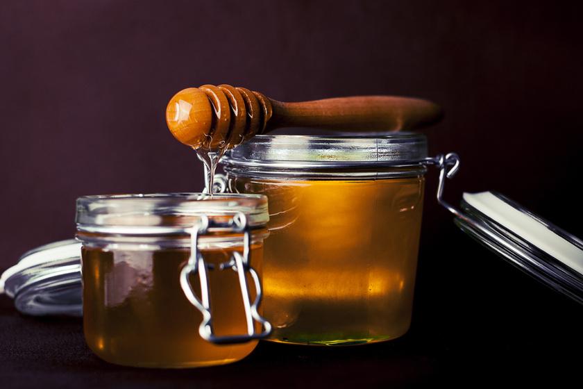 Nyugtatja, puhítja, és mélyen tisztítja a bőrt: mézes arclemosó házilag
