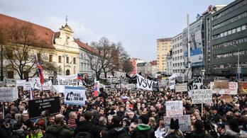 65 ezren követeltek előrehozott választást Pozsonyban
