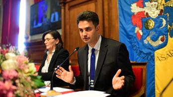 Csúszda- és kórházpénzzel szorongatja a Fidesz Márki-Zayt
