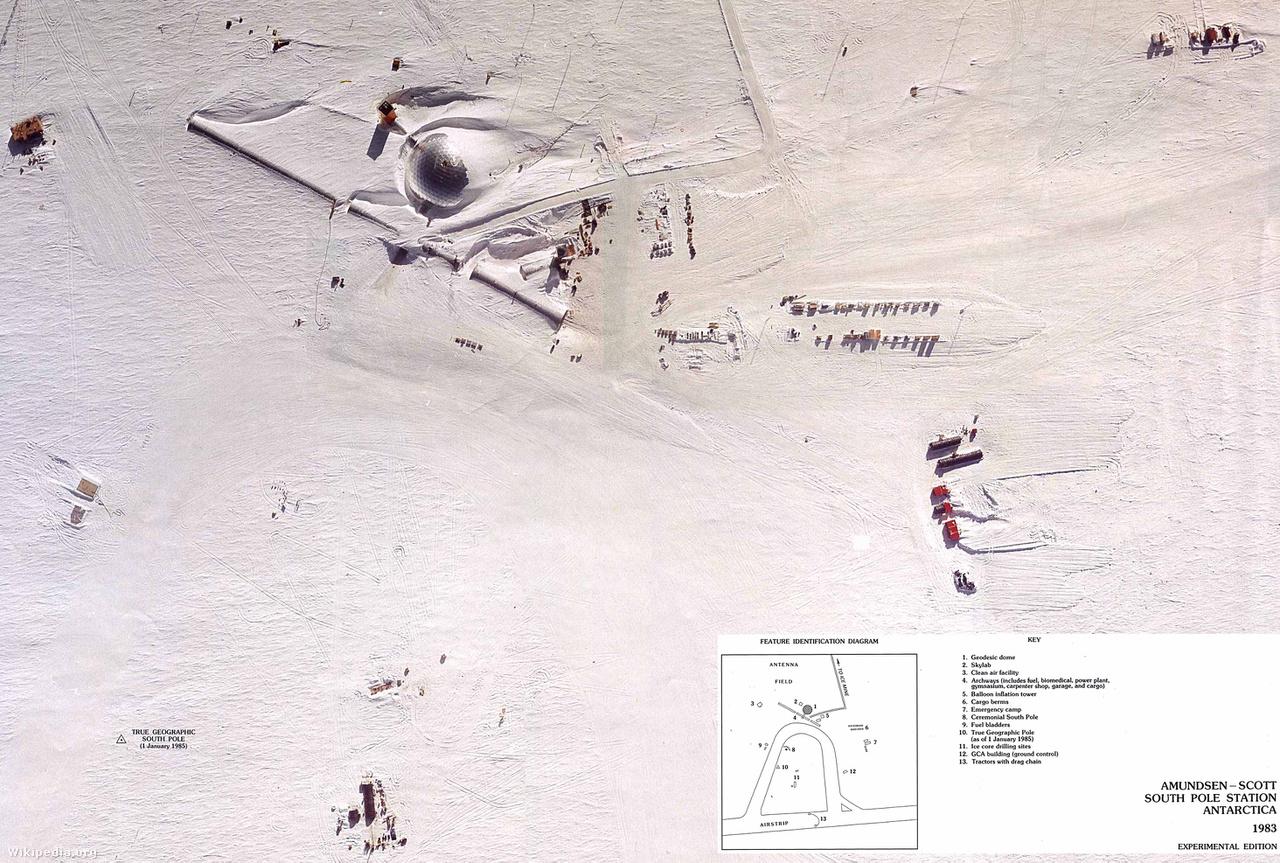 Az Amundsen-Scott kutatóbázis a levegőből