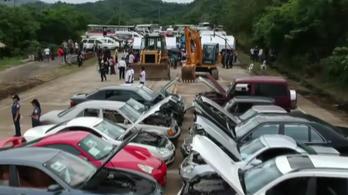 Újabb nyilvános kivégzést tartottak értékes autóknak a Fülöp-Szigeteken