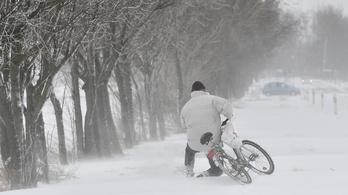 Kedden újra hófúvás jöhet, 12 megyére adtak ki figyelmeztetést