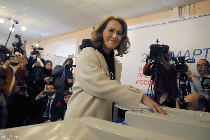 Kszenyija Szobcsak a Polgári Kezdeményezés államfõjelöltje voksol