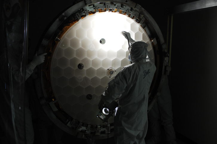 A Kepler fő tükre az űrtávcső összeszerelésének egy korai szakaszában