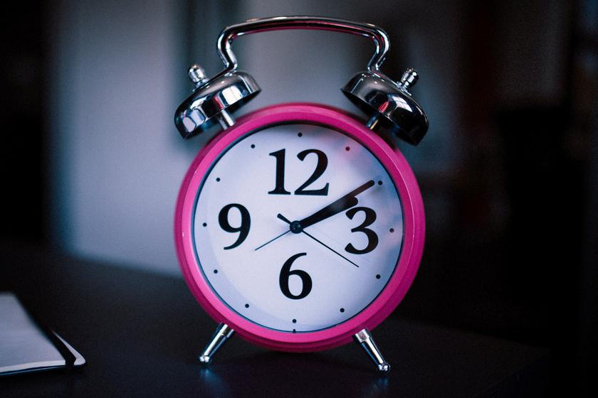 A héten kell átállítani az órákat: most többet vagy kevesebbet alhatunk?