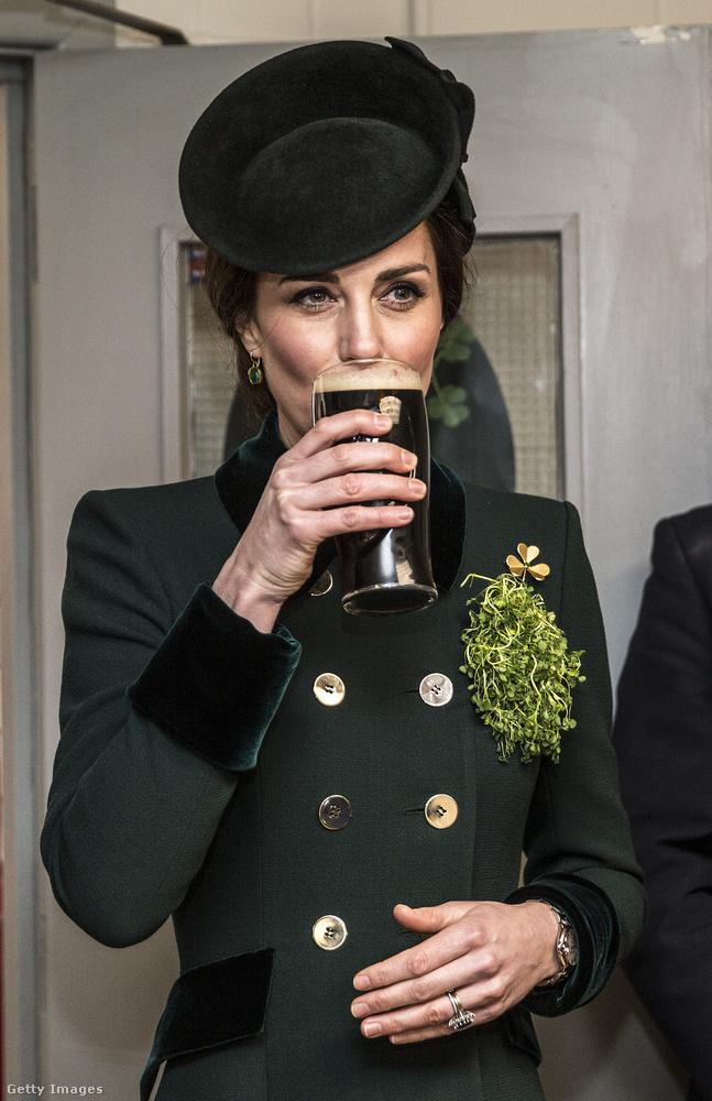 De nem csak ilyen ünnepekkor iszik sört a hercegné.