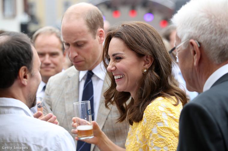 És akkor ki tudja, hogy mikor és mennyi sört iszik, amikor nincs egy fotós se a közelben.