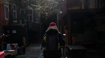A legmenőbb budapesti helyekre járnak az első autista és aspergeres futárok